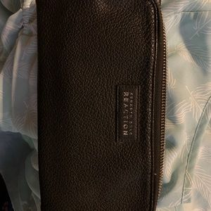 🌺 NWOT🌺 Kenneth Cole clutch